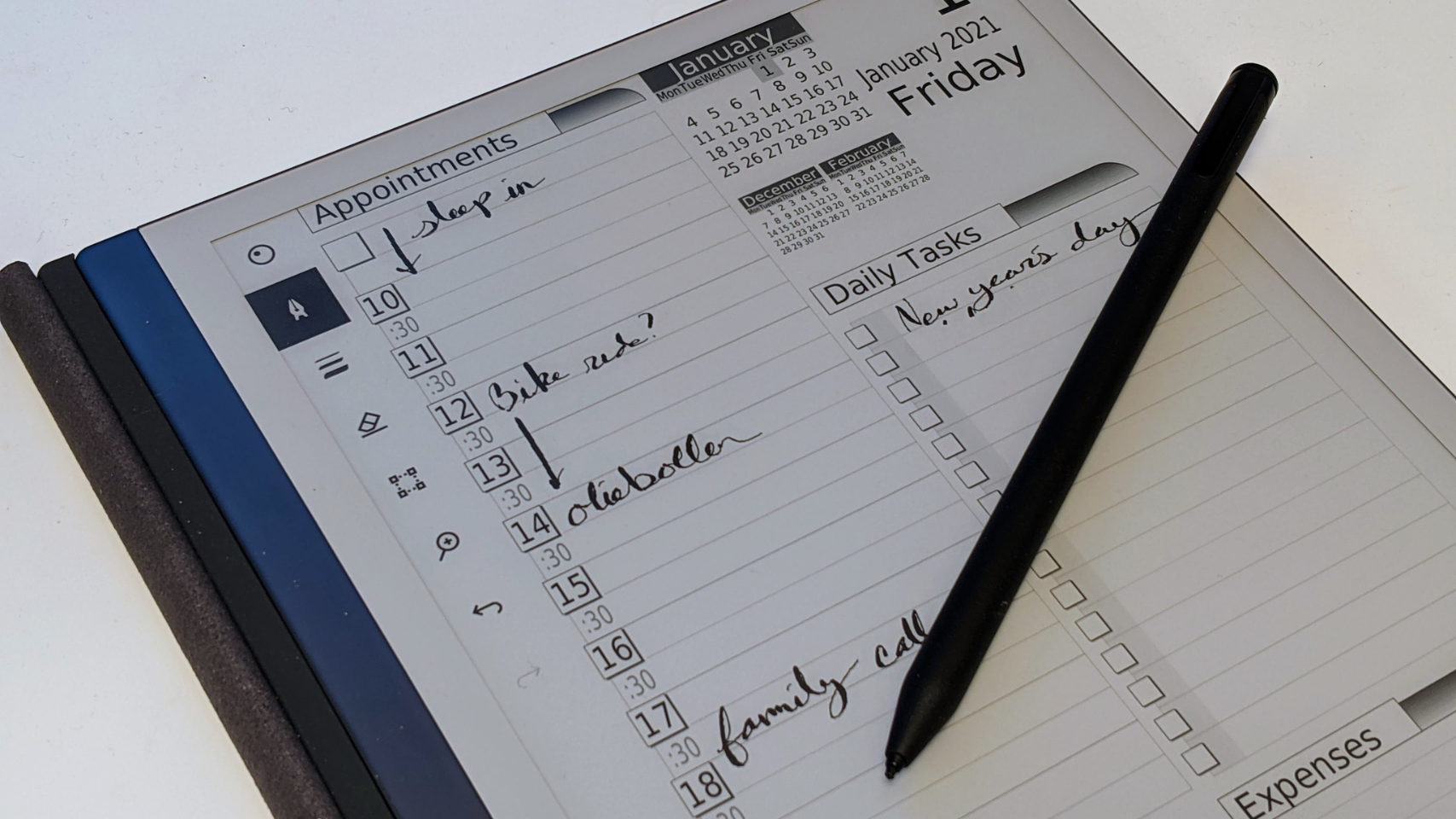 E-Ink screen displaying appointments, daily tasks, and a calendar overview